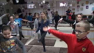 """Урок по йоге в игровой форме для детей из студии """"Диез"""""""