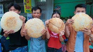 Cảm phục 3 cha con bán cơm cháy kho quẹt 5K cho sinh viên và người nghèo Sài Gòn