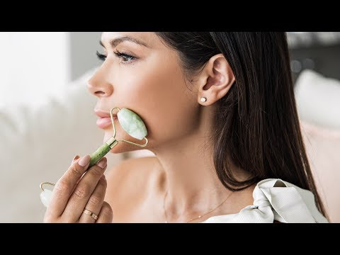 WHAT IS A JADE ROLLER & HOW TO USE