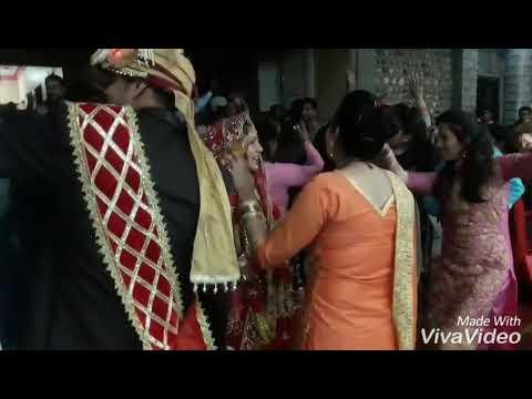 Dance masti on Bhai ri saaliye tu...