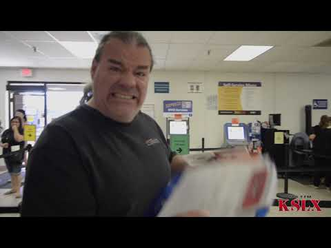 Mark & NeanderPaul Get Travel IDs