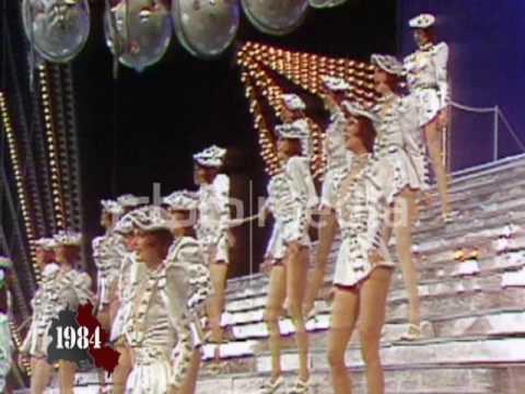 Смотреть видео балет тв гдр фридрихштадтпалас вечеринки леопардовом костюме