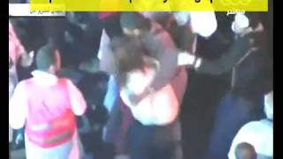 Repeat youtube video المتعرّية علياء المهدي تتعرض للضرب و الطرد من ميدان التحرير
