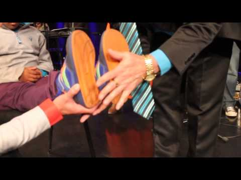 Wessel du Bruyn   Small boys leg grew! Great Miracle Must see