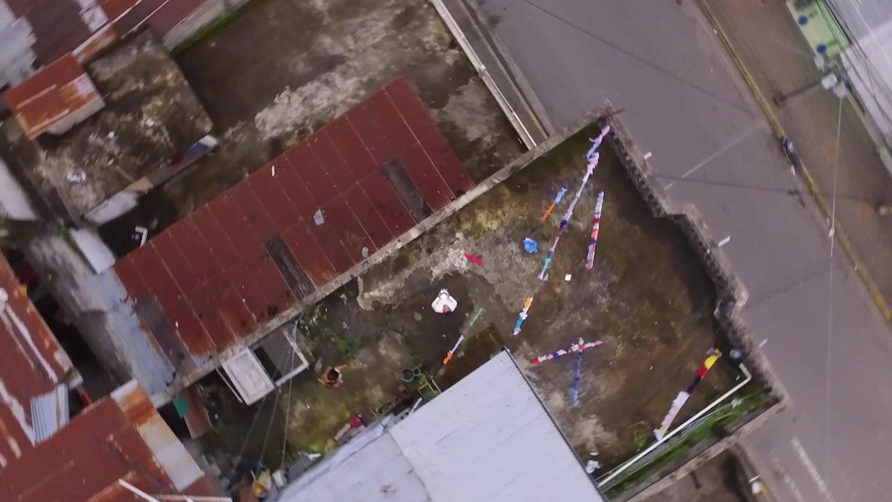 Sobrevolando La Terraza De Mi Casa Vista Con Drone
