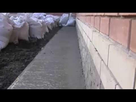 Наглядное видео о том, КАК кирпич любит тянуть водичку прямо из БЕТОНА.
