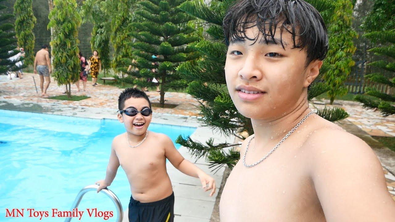 Đi Bơi Ở Bể Bơi Khách Sạn Bình Minh – Du Lịch Biển Hải Tiến Thanh Hóa – MN Toys Family Vlogs