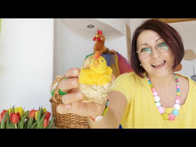Die Henne sitzt in ihrem Nest