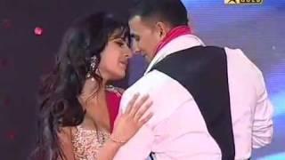 Katrina Kaif and Akshay Kumar Performance at Sabsey Favourite Kaun 2009