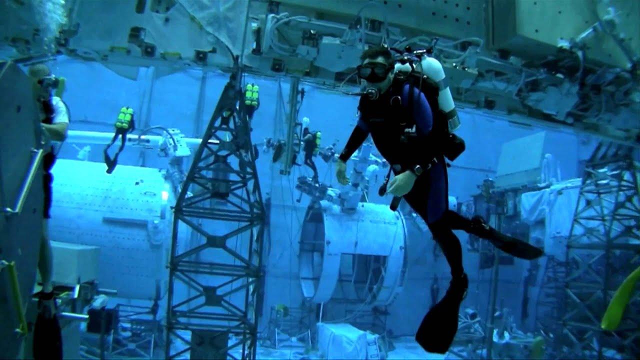NASA's Neutral Buoyancy Lab - YouTube
