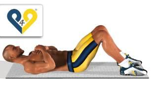 Crunch mit auf der Brust verschränkten Armen. Bauch training.