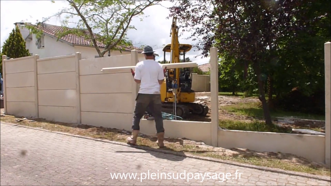 D mo de pose cloture plaques b ton youtube for Bordure ciment pour jardin