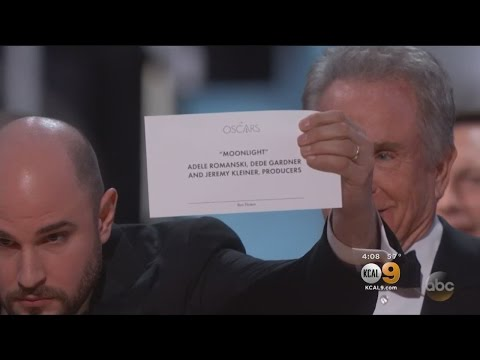Report: PWC Employee Handed Out Wrong Envelope At Oscars