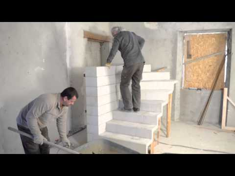 Monter un escalier béton double quart tournant en kit - Tuto brico avec Robert escalier en béton d