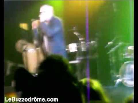 Pitbull Knocks Out Crazy Fan Guy On Stage