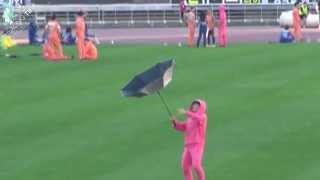 130903 아이돌 육상 경기대회 - 우산 뒤집힌 리키