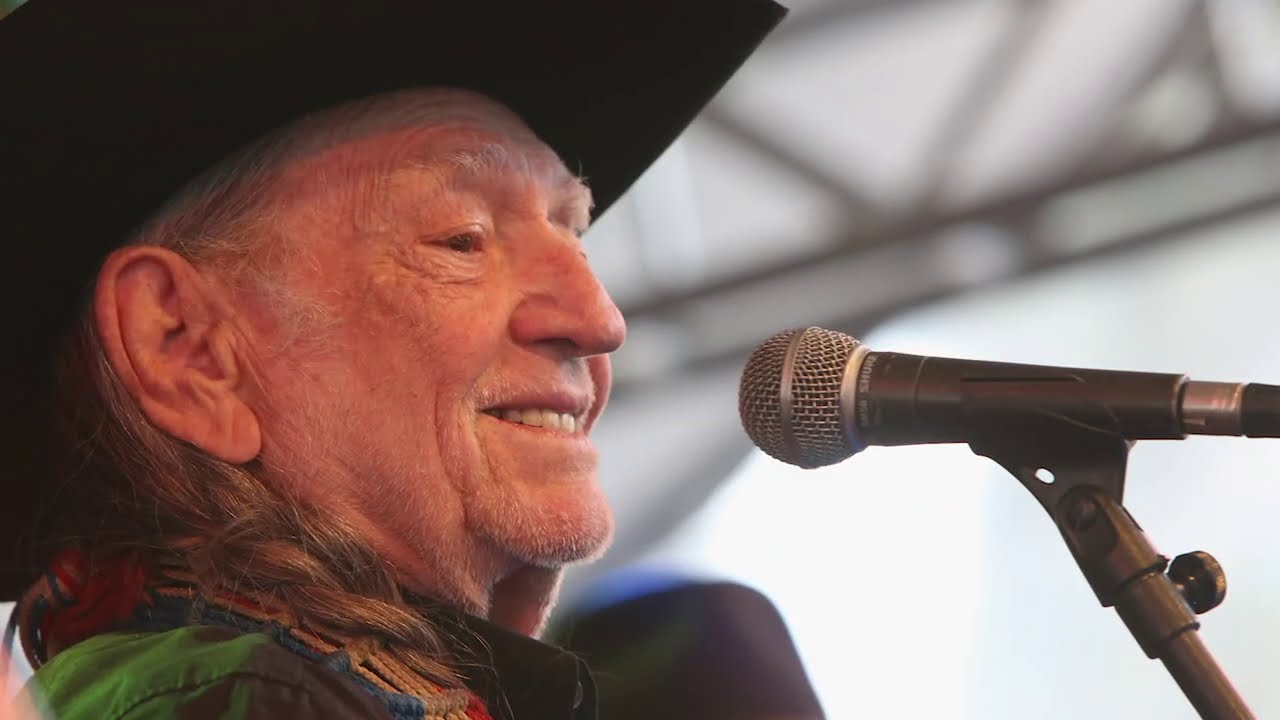 Willie Nelson Proved You Don't Mess With His Family