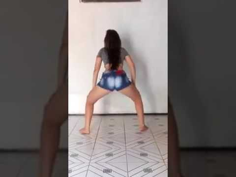 Novinha de 16 dançando funk e tirando o SHORT