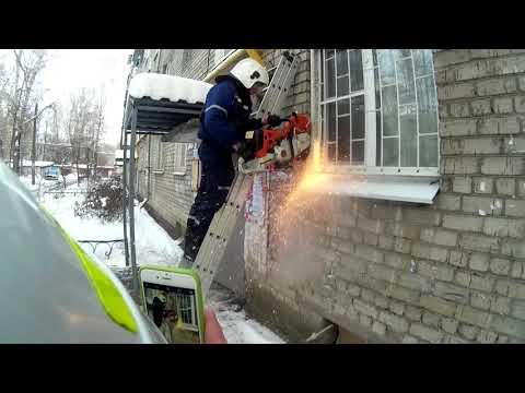 Спасатели помогли открыть дверь изнутри