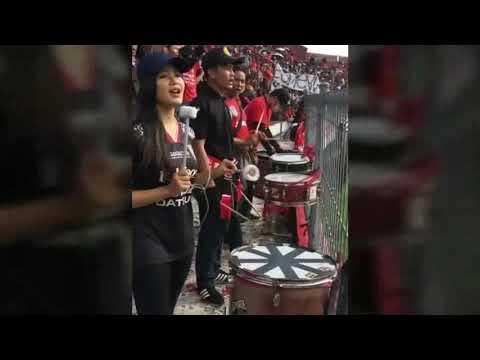 PARA BIDADARI Penabuh Drum Bali United Fans
