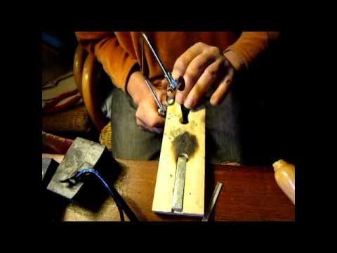 Бен делает серебряное кольцо с изумрудом.wmv