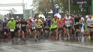 Несмотря на погоду, 7000 профессионалов и любителей со всего мира приняли участие в полумарафоне.