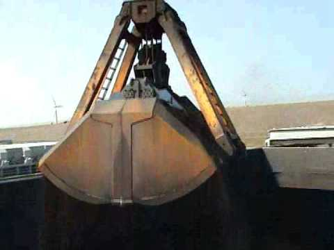 Unloading Bulk carrier with 50 tons floating crane