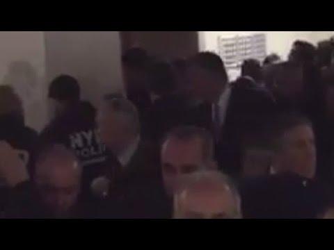 NYPD cops turn their backs on de Blasio