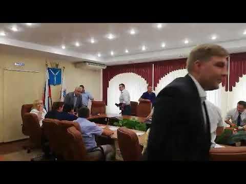 Конфликт в думе. Депутаты не стали слушать Николая Бондаренко и покинули заседание