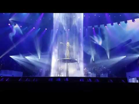 Celine Dion - My Heart Will Go On (Front Row) - Nov 24th