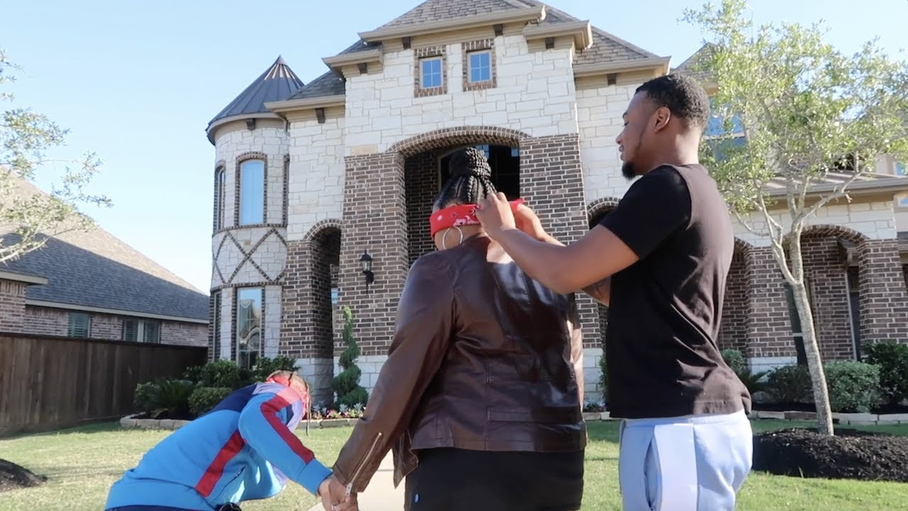 SURPRISING OUR MOM WITH DREAM HOUSE PRANK!!!