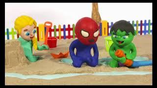 Пластилиновый мультик Эльза и Человек-паук играют на свежем воздухе