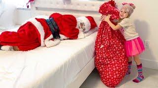 Download Настя разносит подарки на Рождество Mp3 and Videos