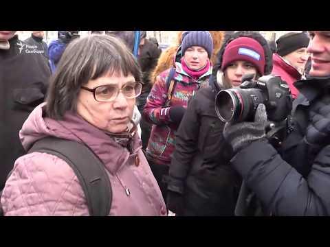 Жінку, що хотіла голосувати на російських виборах у Києві, не пустили до посольства