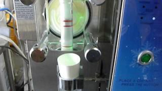 ヤフオクに出品しているソフトクリームマシン「ISI-271SHS」の参考動画...
