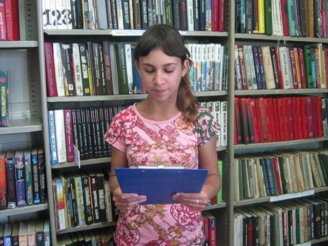 Изображение предпросмотра прочтения – АннаМалькова читает произведение «Лето» И.З.Сурикова