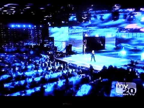 Tiziano Ferro - World Music Awards 2010 (Breathe Gentle)