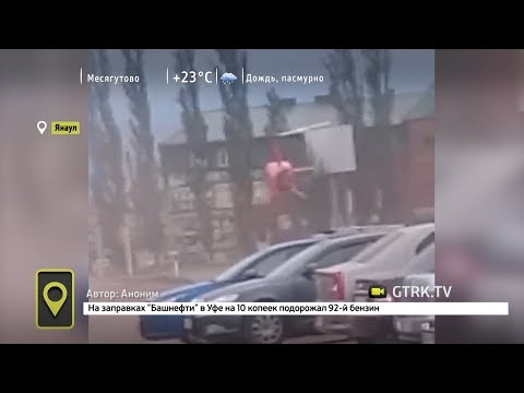 """В Янауле вертолет """"припарковался"""" на автостоянке"""