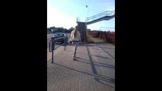 М.ГОРКА БЕЗ Ж.Д ПЕРЕХОДА(В М.Горке убрали переходной мостик через ж.д пути,и заварили проход,оставив высокий мост.Как теперь ходить..., 2013-07-25T18:52:45.000Z)