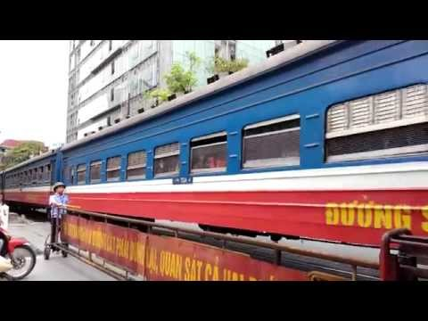 Train Vietnam - Tàu hoả về ga Hà Nội