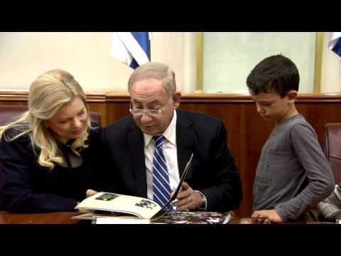 """ראש הממשלה בנימין נתניהו ורעייתו שרה נפגשו עם אלמנות ויתומי צה""""ל"""