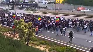 Thousands of Ethiopians Protest on the Tel Aviv Highway (Video by Avi Iczko)