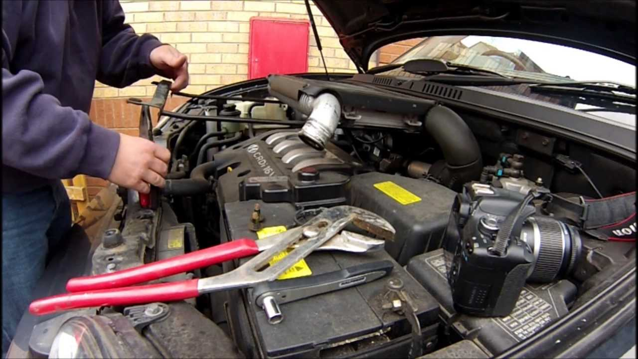 Hyundai Santa Fe Camshaft Position Sensor Replacement 05 Diesel How To Replace Cps Youtube