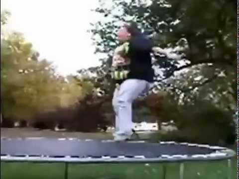 cette grosse maman tente de saut sur le trampoline youtube. Black Bedroom Furniture Sets. Home Design Ideas