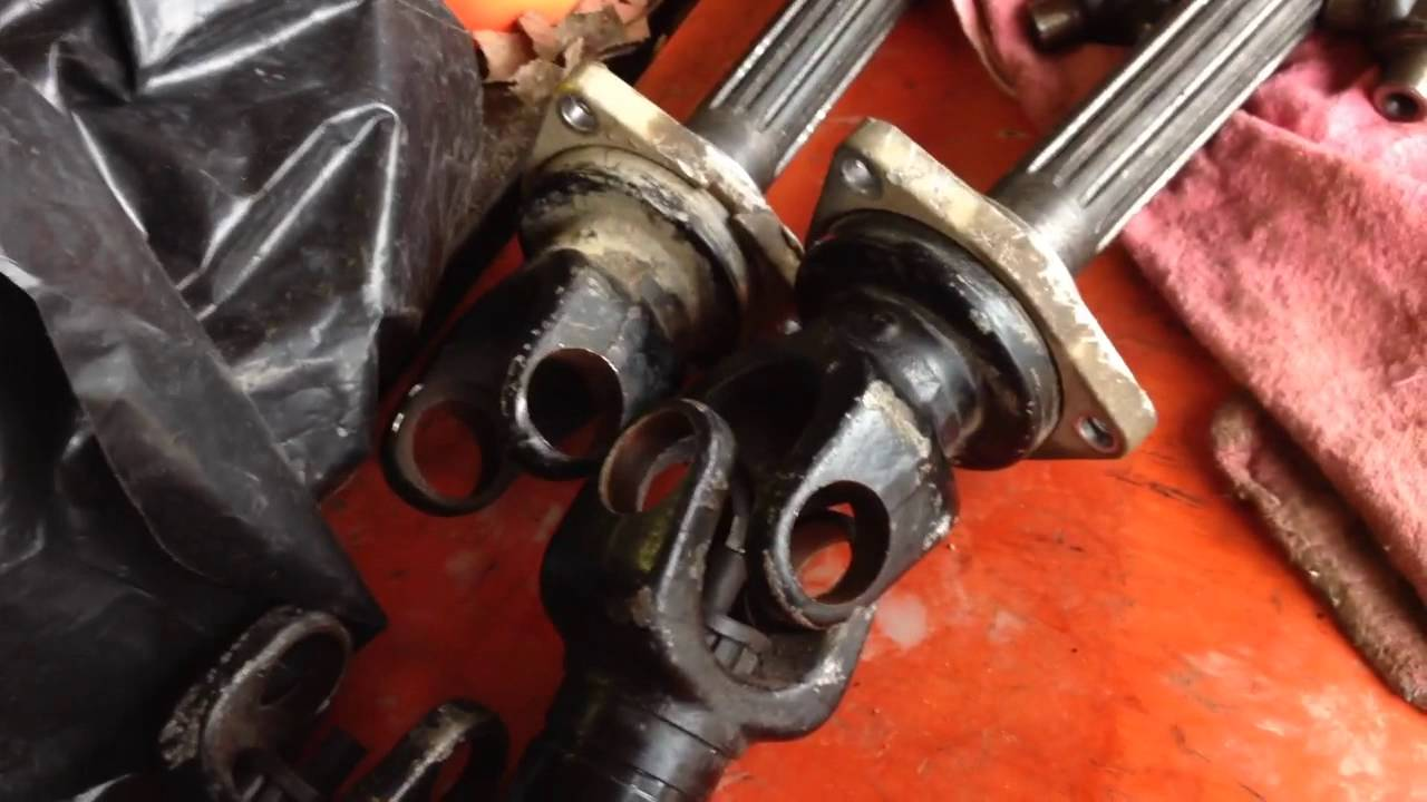 RTV900 axle repair: U-joint disassembly