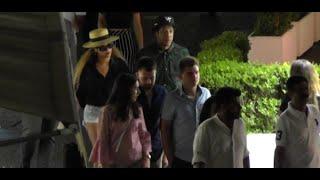 Grande festa a Capri, Beyoncé e Jay-Z passeggiano per l'isola e mangiano in un ristorante