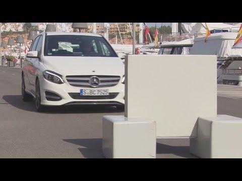 2015 Mercedes B-Class - Collision Prevention Assist demo