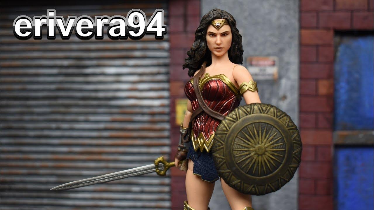 "Mezco One:12 Collective DC Gal Gadot Wonder Woman 6/"" Action Figure"