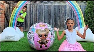 Heidi اللعب بألعاب قابلة للنفخ   inflatable toys  Heidi و Zidane