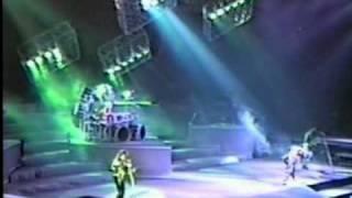 David lee roth en vivo toronto 1988, el bajo matt bissonette, guitarra steve vai, y la bateria del poderoso gregg que chido grupo mai......